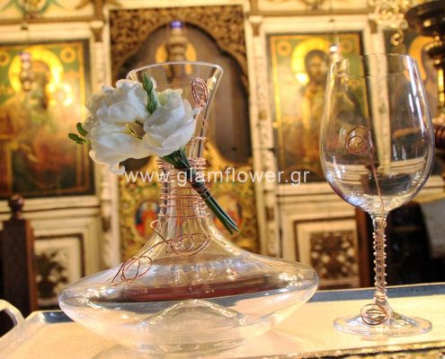Διακοσμημένη καράφα κρασιού και ποτήρι